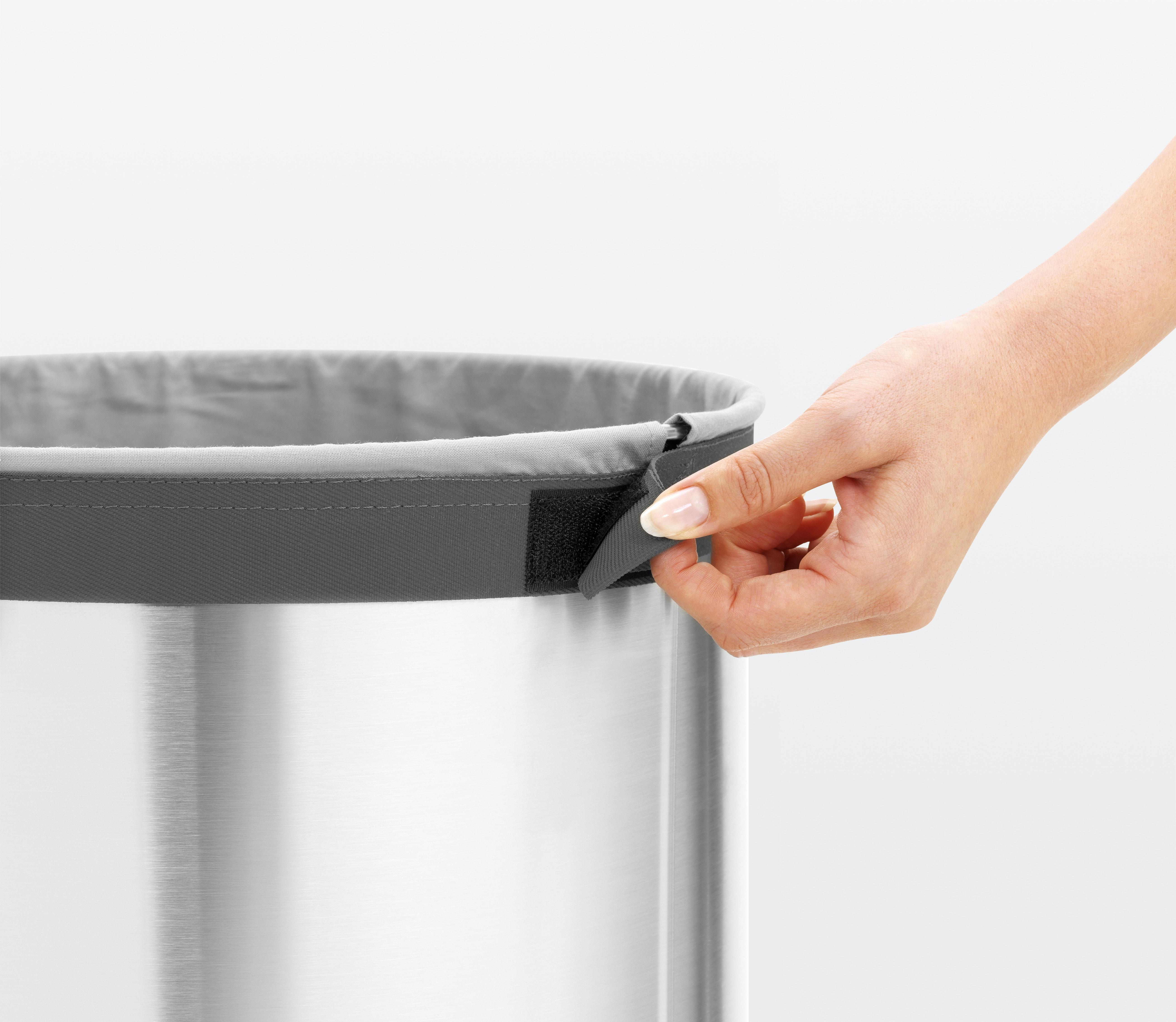 Brabantia Wasbox 35 liter met kunststof deksel Matt Steel / Dark grey kunststof deksel online kopen